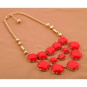 Jewelry - GOLD & RED Multy-Layered Gem Alloy Necklace.